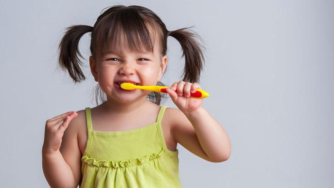 À quel âge mon enfant peut-il avoir son premier nettoyage dentaire ?